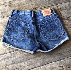 Levi's high rise button Front shorts 26